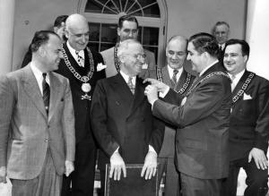 Truman-in-Freemason-attire