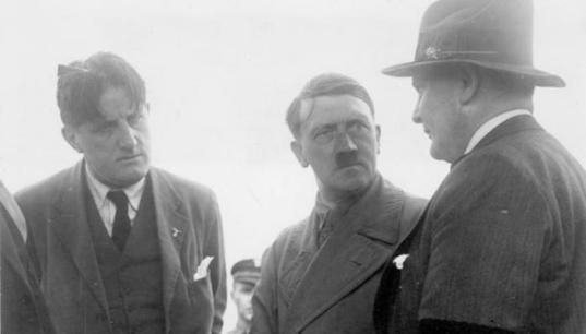 Hitler,_Göring_and_Hanfstaengl